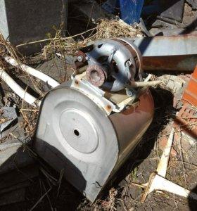 Двигатель электрический и бак металлический