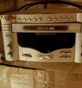 Проигрыватель компкт дисков и ДВД.