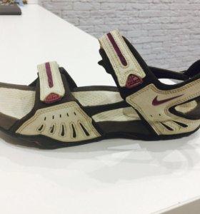 Спортивные сандали NIke