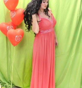 Платье ,размер универсальный 44-48 резинка наспине