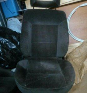 Передние сидения AUDI 80 бочка