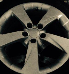 В отличном состоянии литые диски ,серебристые