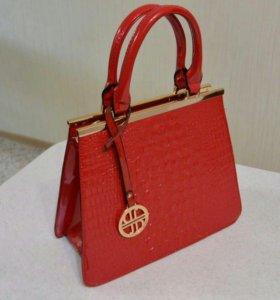 Новая красная сумочка