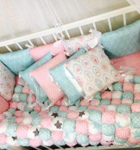 Бортики подушки в кроватку бомбон простынь одеяло