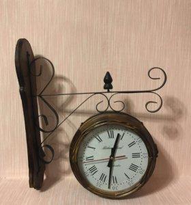 Часы двухсторонние