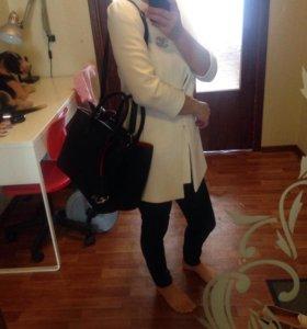 Пиджак белый!!!