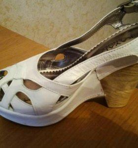 Продаётся женская обувь