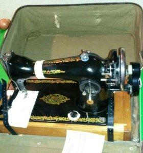 Швейная машинка 2М в хорошем состоянии