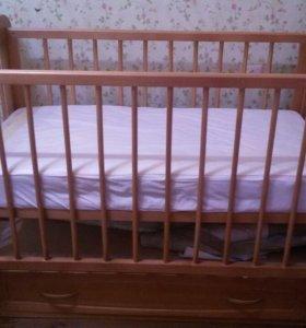 Детская кроватка маятник с комплектом белья