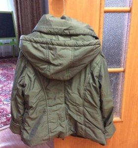 Куртка демисезонная на девочку раз 128-140