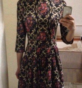 Новое платье с цветочным рисунком