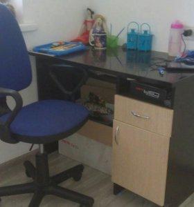 Стол компьютерный и кресло