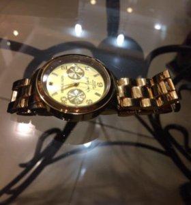 Продаю новые часы MK