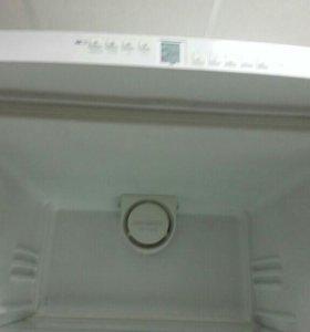 Продается холодильник LIEBHERR CNN 3803 KT