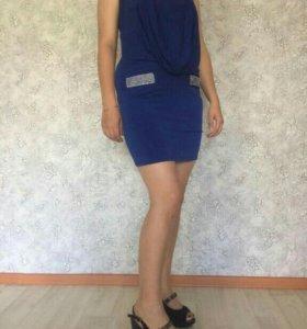Продам платье рр46-50 тянется хорошо.