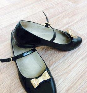 Туфли лаковые 36р