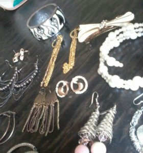 Бижутерия: сережки, браслеты, заколка