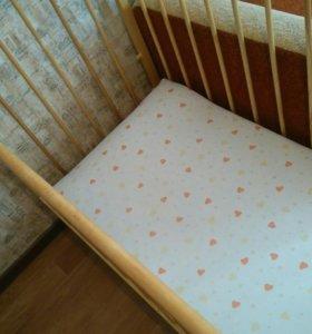 Детский кровать с матрасом.