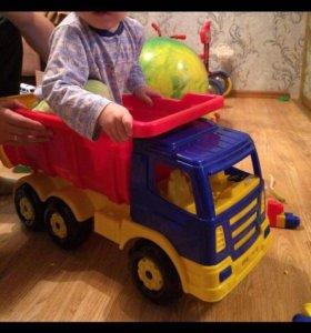 Самосвал большой грузовик и каталка впридачу