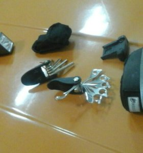 Фара и набор ключей для велосипеда