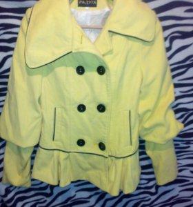 Пальто 48 лимонного цвета