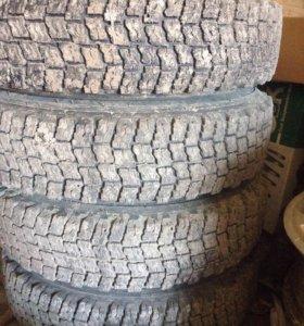 Зимняя резина с дисками на Ниву