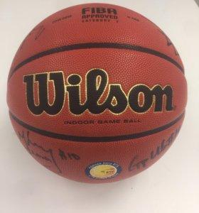 Баскетбольный мяч с автографами игроков