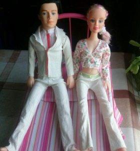 Кроватка для кукол и две куклы