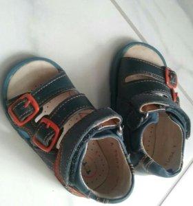 Продам б/у сандали тотто 20 р