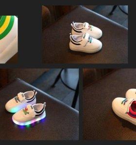Кроссовки новые,кожаные с подсветкой