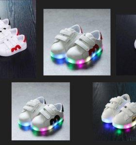 Новые ,кожаные кроссовки с подсветкой