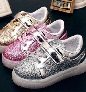 Новые кроссовки с подсветкой