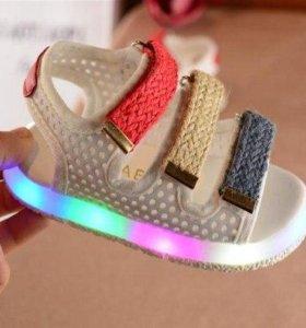 Новые сандалии с подсветкой