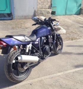 Kawasaki zrx 400 II