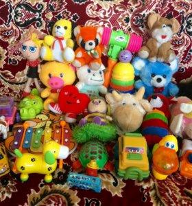 яркие музыкальные пластмассовые и мягкие игрушки