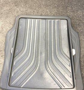 Оригинальный коврик в багажник на BMW F30