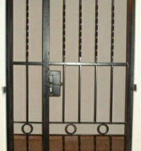 Входная дверь решетчатая