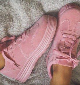 Красивые, удобные кроссовки