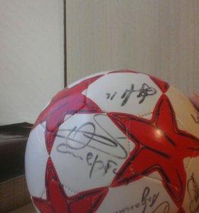 Мяч с автографами Российских легенд футбола