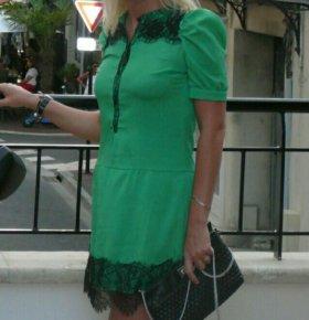 Платье из легкого шелка в сочетании с гипюром