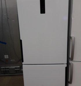 Витринный холодильник Hotpoint-Ariston HF 7180 W O