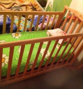 Дет кроватка,маятниковая с ортопедическим матрацем