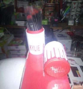 Для любительниц MakeUp Набор кисточек KYLIE XOXO