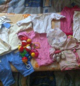 Матрас в детскую кроватку и вещи для грудничка