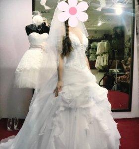 Свадебное платье с шикарным шлейфом р-р 42-44
