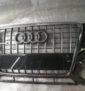 Audi q5 решетка радиатора новая