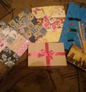 Подарочные пакеты и коробочки)