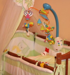 Кроватка с матрасом, набором внутрь и балдахином
