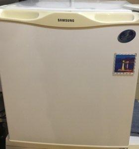 Компактный холодильник Самсунг