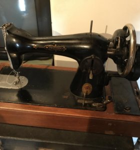 Швейная машина Подольск с ручным приводом